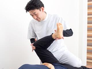 足立区綾瀬 綾瀬かえで整体・整骨院の膝関節の痛みに対する治療法は?
