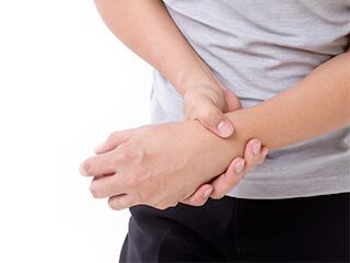 肘や手関節の痛みの本当の原因は?|足立区綾瀬 綾瀬かえで整体・整骨院