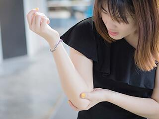 足立区綾瀬 綾瀬かえで整体・整骨院の肘や手関節の痛みに対する治療法は?